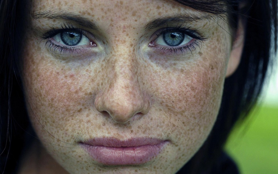 woman-blue-eyes-freckles