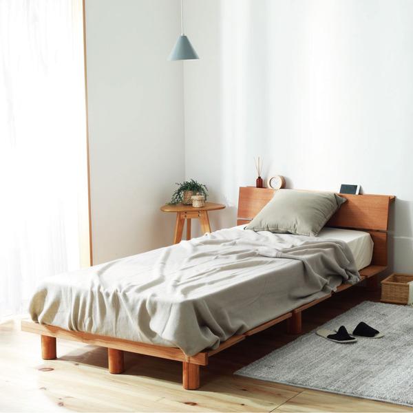 木の風合いを楽しむ、継脚ベッド