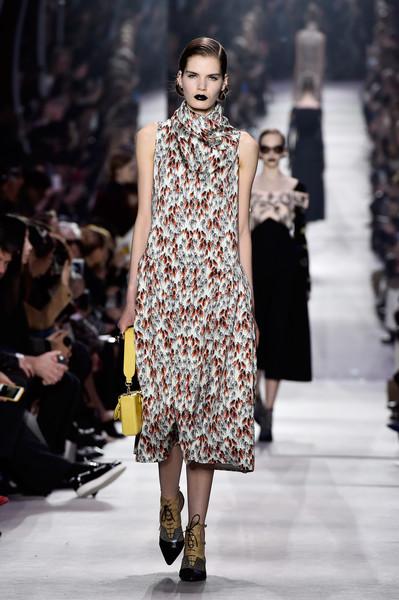Christian+Dior+Runway+Paris+Fashion+Week+Womenswear+dATMrUb_g1Ul