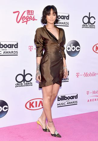 rihanna-2016-billboard-music-awards-arrivals