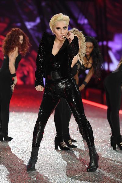 2016-victorias-secret-show-2016-yaasomuah-lady-gaga