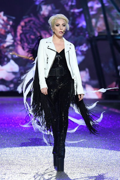 2016-victorias-secret-show-yaasomuah-lady-gaga