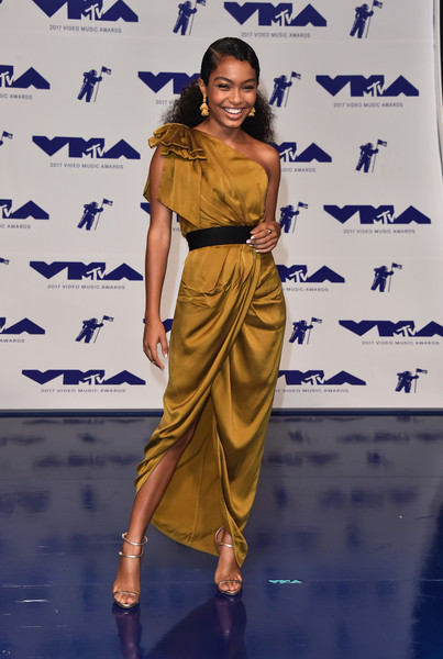 2017-mtv-video-music-awards-vmas-Yara-Shahidi