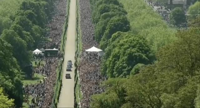 royal-wedding-crowd