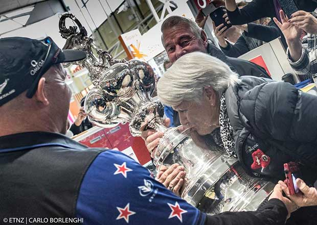 Auld Mug's return to NZ ~ America's Cup - sailing