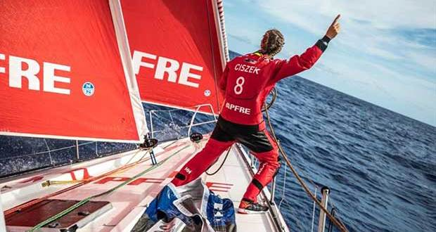 Volvo Ocean Race Leg 4, Melbourne to Hong Kong, day 05 on board MAPFRE, Sophie Ciszek giving instructions from the bow during a pilling. © Ugo Fonolla / Volvo Ocean Race