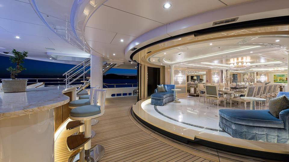 Motor Yacht Plvs Vltra