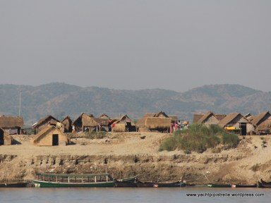 Dry season farmers' accommodation by river - they move back to hills in wet monsoon