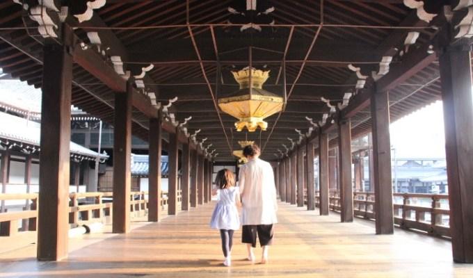 世界遺産・ 西本願寺 で体験する「朝のお勤め」