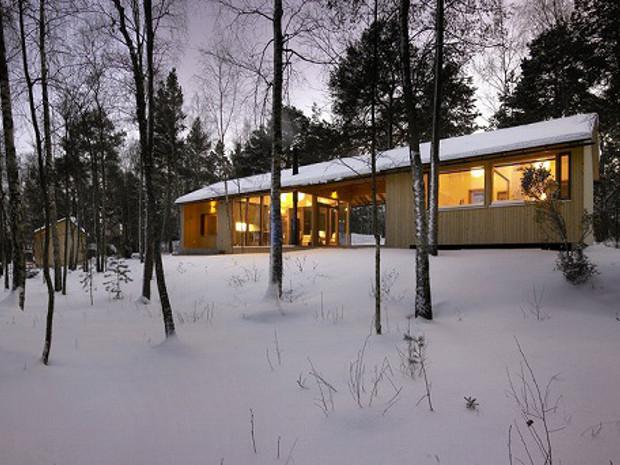 エアコンなしで夏も快適、フィンランドの渡り廊下キャビン「Villa Kallioniemi」