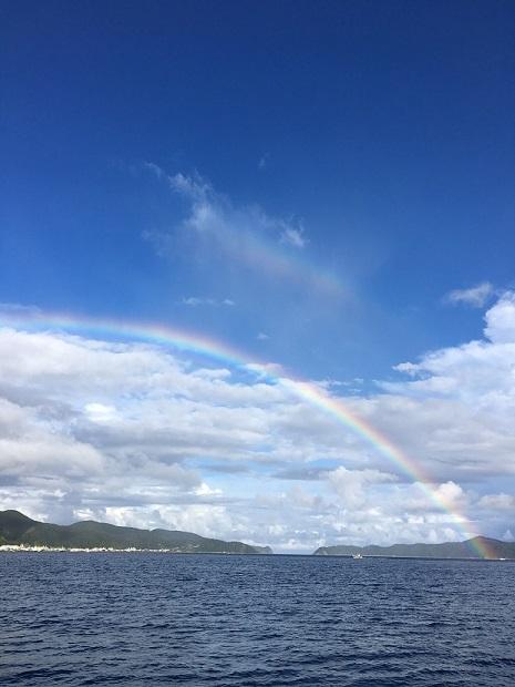 記者の方がいらした時に一緒にヨットの上から見た虹。
