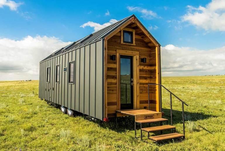"""大草原の小さなトレーラーハウス。""""Farallon""""の現代的アメリカ伝統デザイン"""