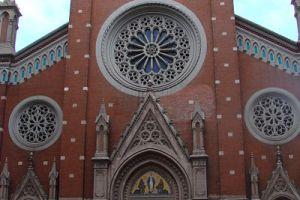 كنيسة سان انتونيو في شارع الاستقلال