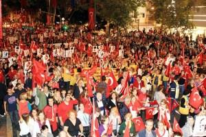 الاحتفالات في شوارع اسطنبول