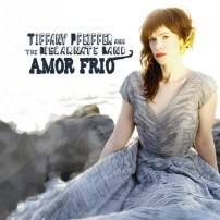 Tiffany Pfeiffer & The Discarnate Band: Amor Frio