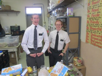 2016-10-11-yakima-missionaries-serve-48