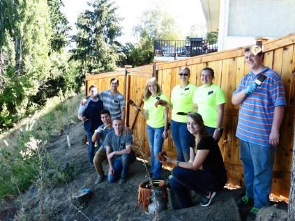 2016-10-11-yakima-missionaries-serve-59