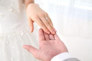 結婚式の受付のお礼は、感謝の気持ちでプレゼントしたいですね。