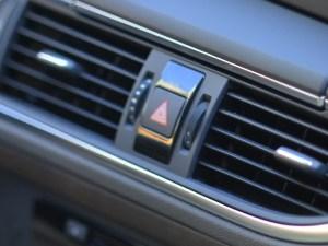 エアコンフィルターの車の交換時期は何時頃がいいでしょうか?