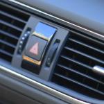 エアコンフィルターの車の交換時期は?掃除方法と交換費用の目安