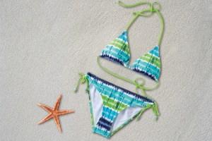 水着の選び方と体型カバーする方法について解説します。