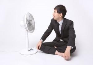 スーツの衣替えの時期は、春と秋でいつ頃がいいのかお伝えします。