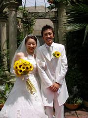 年賀状で結婚報告の文例です。友人や出席した上司や親戚の場合は?