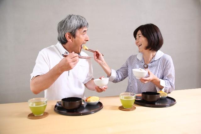 高齢者が食事を食べない原因は…高齢者の気持ちになって考える