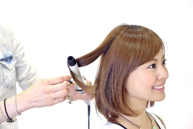 髪をストレートに!アイロンのかけ方とダメージを減らすコツ