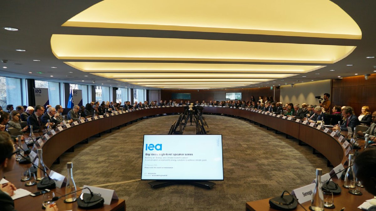 Members of the IEA discuss climate change