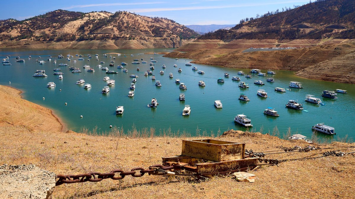 Lake Oroville water level down with boats