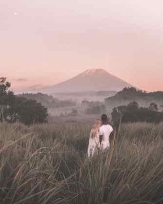 Bali-best-photography-sunrise-spots-bukit-cinta-couple-800x1000