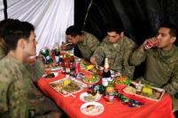 U.S. soldiers eat their meals to celebrate Thanksgiving Day inside the U.S. army base in Qayyara, south of Mosul, Iraq November 24, 2016. REUTERS/Thaier Al-Sudani