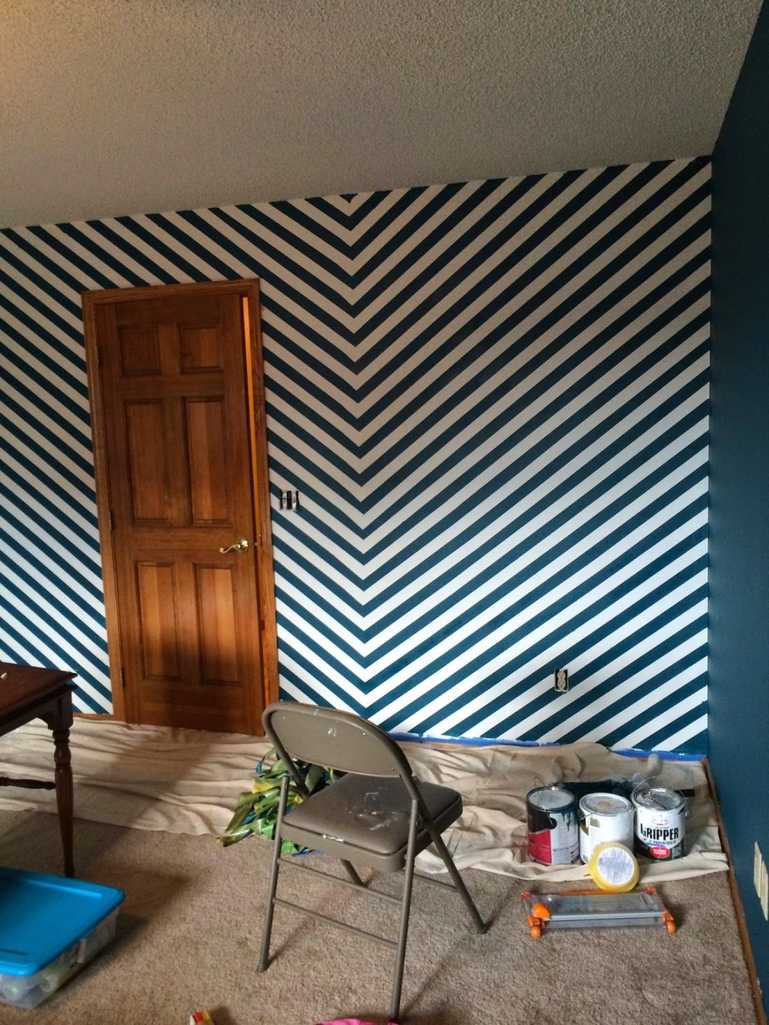 how to paint diagonal stripes on a wall