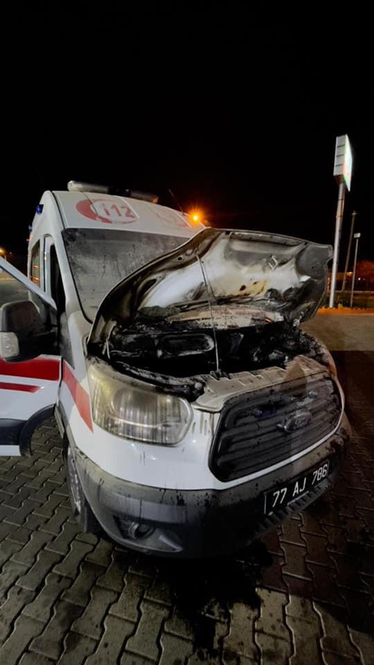 Antalya'ya desteğe giden 112 ambulansı alev aldı