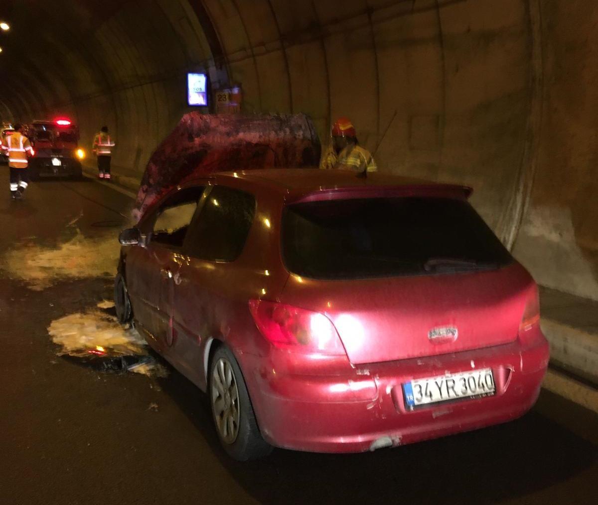 Tünelin içinde otomobil yandı