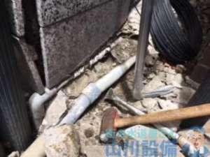 地震の影響で店外にある水道管が破損して噴水になり水道修理依頼の巻、大阪市北区芝田編