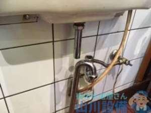 東大阪市長堂より排水つまりを修理する為に排水トラップを外したら水漏れまで?