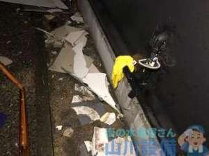 岸和田市小松里町で台風の影響の飛散物が給水管を直撃して水漏れ(苦笑)