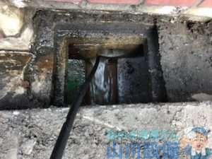 トイレの水を流すと下水のマンホール(桝)が溢れてる