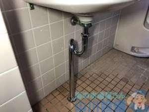 トイレタンクのチェーンが切れた場合の修理方法 追加作業は排水パイプの水漏れ修理