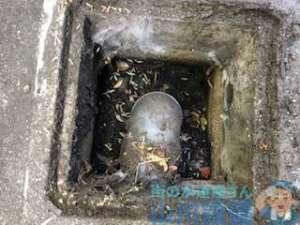 八尾市南亀井町で雑排水桝が詰まったら山川設備にお任せ下さい。