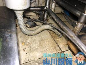 大阪市中央区博労町で洗い場シンク下の排水管が詰まってしまったら山川設備にお任せ下さい。