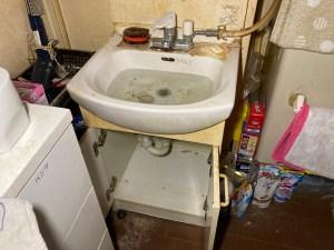 和歌山市園部で洗面所の排水詰まりは山川設備にお任せ下さい。