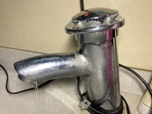 東大阪市新池島町でTOTOの蛇口の水漏れ修理は山川設備にお任せ下さい。
