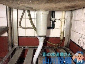 大阪府東大阪市大蓮東の厨房立水栓の水漏れ修理は山川設備にお任せ下さい。