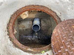 堺市南区高倉台で排水桝が溢れたら山川設備にお任せ下さい。