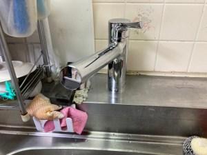 四條畷市岡山東でキッチンの混合水栓の取り付けは山川設備にお任せ下さい。