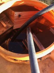 巣箱の匂い抜きとミツロウ塗布作業
