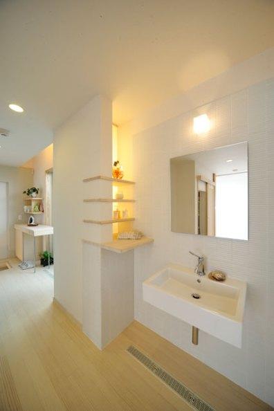 人の動きや風通しも配慮した使い勝手抜群の洗面コーナー